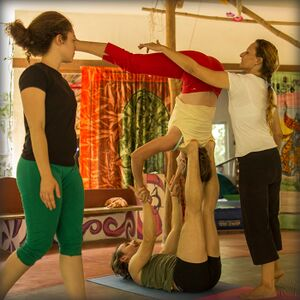 2016 Eluciole Circus - acro yoga point.jpg